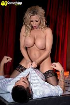 Busty Mother I'D LIKE TO FUCK gogo dancer Amber Lynn offers extras